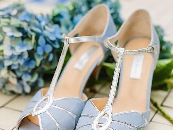 Vintage inspired wedding shoes in serenity blue. Inspiración vintage en estos zapatos para novias en azul serenity.