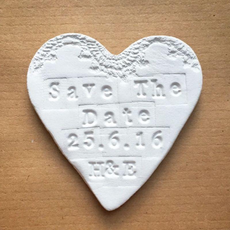 Reserva la Fecha o Save The Date con imán personalizados en arcilla.